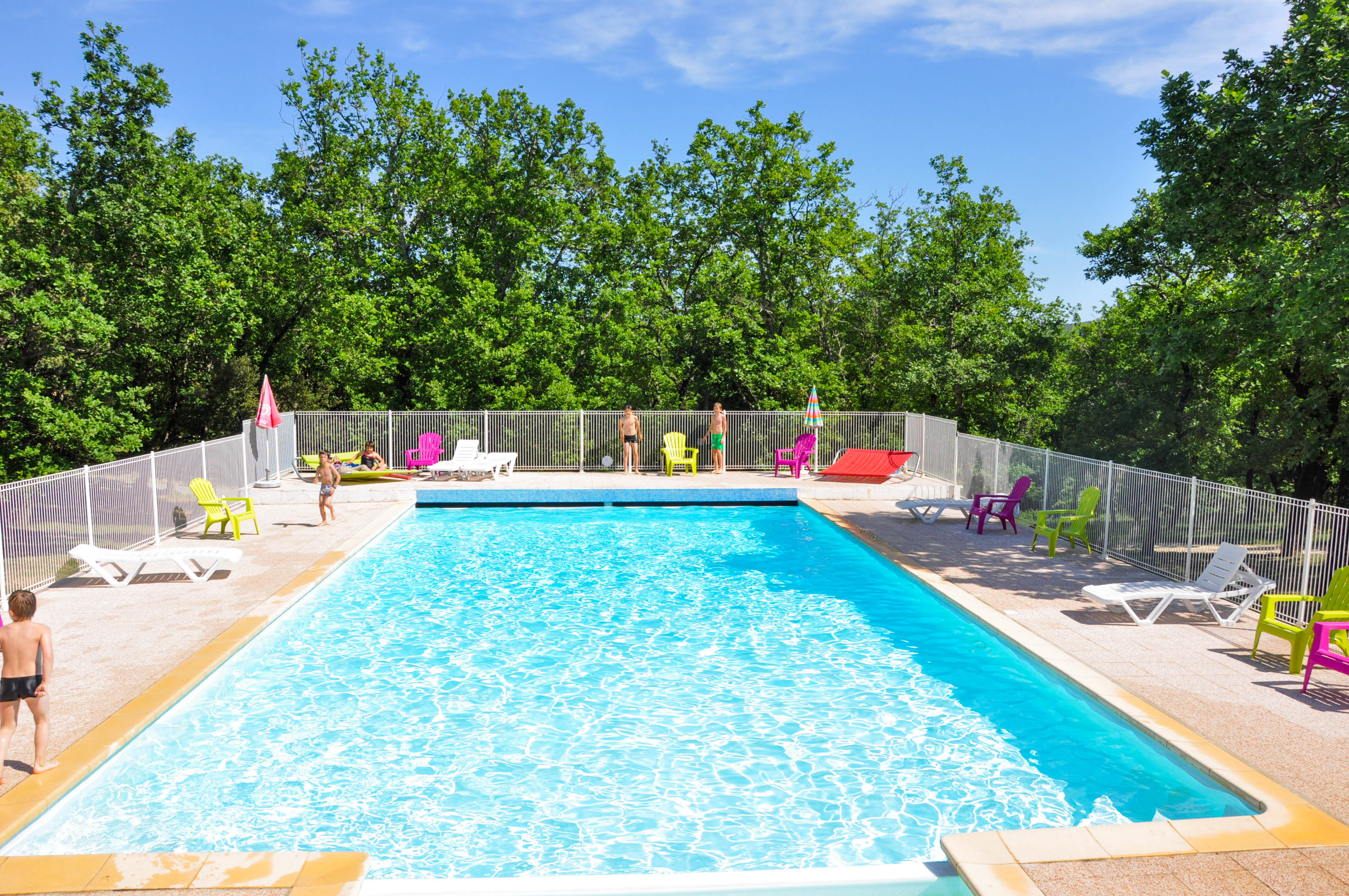 Swimming pool camping l 39 ombrage ardeche pont d 39 arc for Camping sites with swimming pools